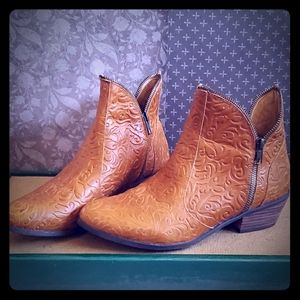 Anthropologie Pazzo leather booties 10M